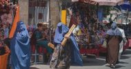 তালেবান শাসন: বোরকা-হিজাব পরে কেনাকাটা করছেন নারীরা